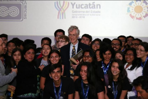 John Mather surrounded by students after his participation on the Outreach Programme.